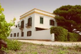 Lo Stagnone - Villa Vajarassa, Aussenansicht Straße
