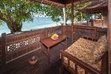 Nordsulawesi - Murex Bangka Resort, Oceanfront Cottage Terrasse (Zimmerbeispiel)