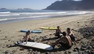 Lanzarote Wellenreiten im Surfcamp auf den Kanarischen Inseln