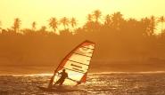 Sao Miguel do Gostoso - Surfer im Sonnenuntergang