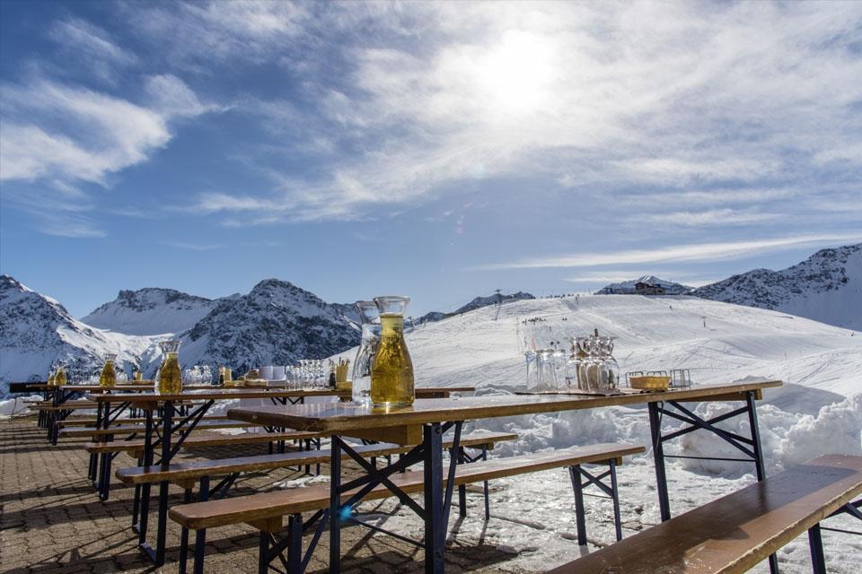 Arosa - ROBINSON Club, Bergrestaurant Außenterrasse