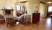 Lo Stagnone - Villa Vajarassa, Wohnraum mit Kamin
