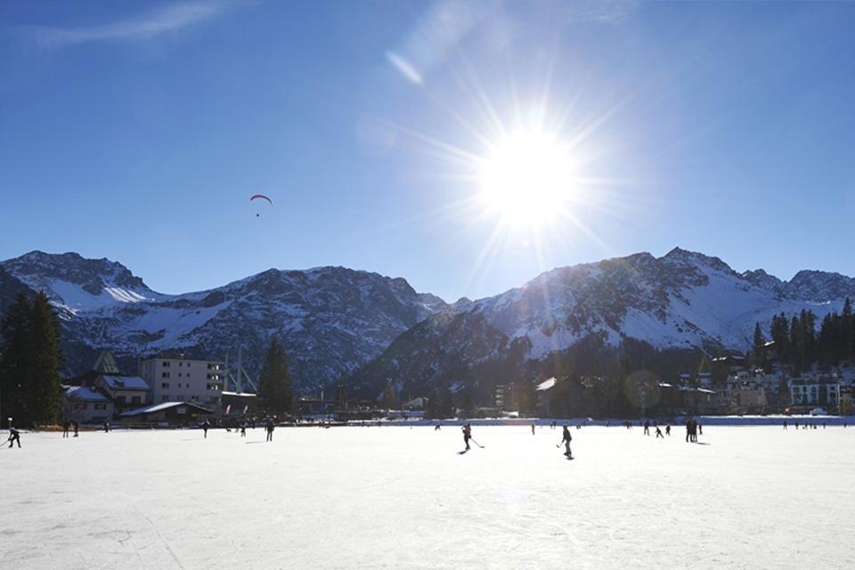 Arosa - Eislaufen am Obersee ©Arosa Tourismus Nina Mattli