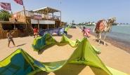 El Gouna - Kite People, Material mit tierischer Strandaufsicht