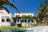 Samos - Hotel Arion, Außenansicht mit Garten