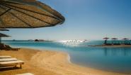 El Gouna, Club Paradisio, Strandbereich mit Liegen