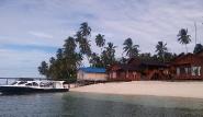 Derawan Lodge, Strand mit Steg