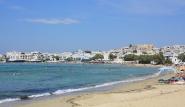 Naxos - Strand vor Naxia Apartments mit Blick nach Naxos Stadt