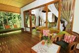 Indonesien - Nordsulawesi - Murex Bangka - Terrasse eines Deluxe Hillside Cottages