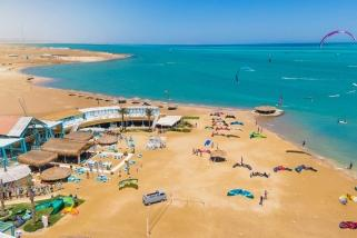 El Gouna Nord, ELEMENT Station - im Hintergrund Kitepower Station