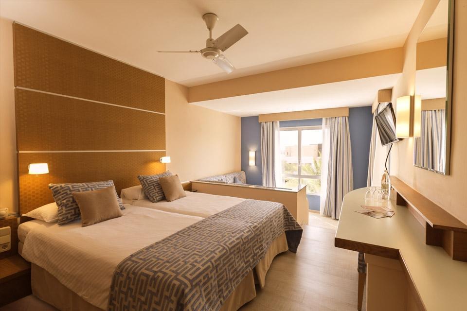 Fuerteventura - ROBINSON Club Esquinzo Playa, Familienzimmer Wohnraum