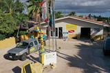 Bonaire - Tropical Inn, Einfahrt mit Tauchbasis