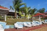 Nicaragua - Little Corn Island - Los Delfines - Strand mit Liegen
