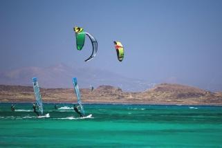Fuerteventura Corralejo - Flag Beach Kite Center, Surfer und Kiter