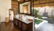 Bali  Naya Gawana, Mangrove Suites, Bad