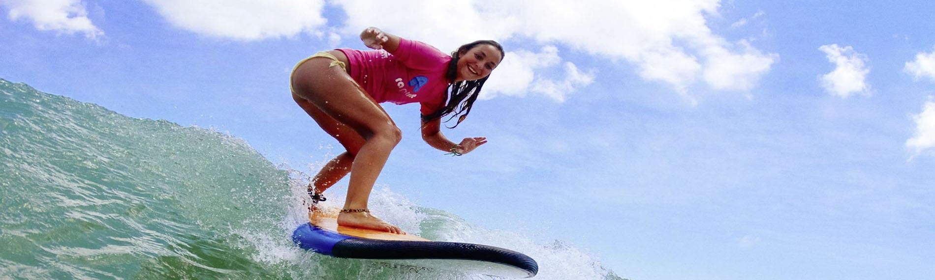 Glückliche Surferin