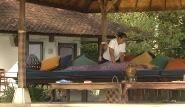 Bali - Lotus  Bungalows - Massage am Pool