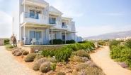 Karpathos - Thalassa Suites, Aussenansicht mit Garten