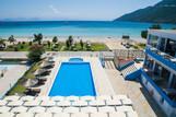 Lefkada - Surf Hotel - Pool mit Restaurant Gebäude