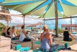 Bonaire - Sorobon Beach Resort, Yoga mit Meeresbriese