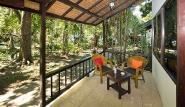 Nordsulawesi - Murex Manado Dive Resort, Doppelbungalow Terrasse (Beispiel)