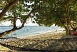 Nordsulawesi - Murex Bangka Resort, Strand mit Hängematten