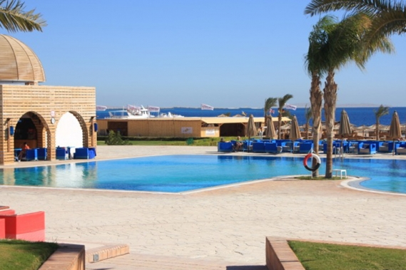 Magawish - Mercure Pool mit Blick auf das Harry Nass Center