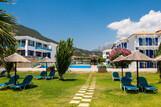 Lefkada - Surf Hotel - Blick vom Strand Richtung Garten und Hotel