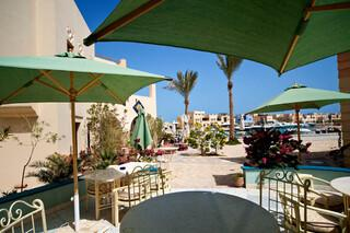 El Gouna, Turtle`s Inn, Terrasse mit Blick zum Hafen