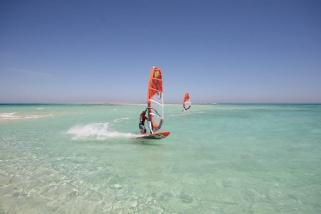 Hurghada - Surf Action am Magawish Spot