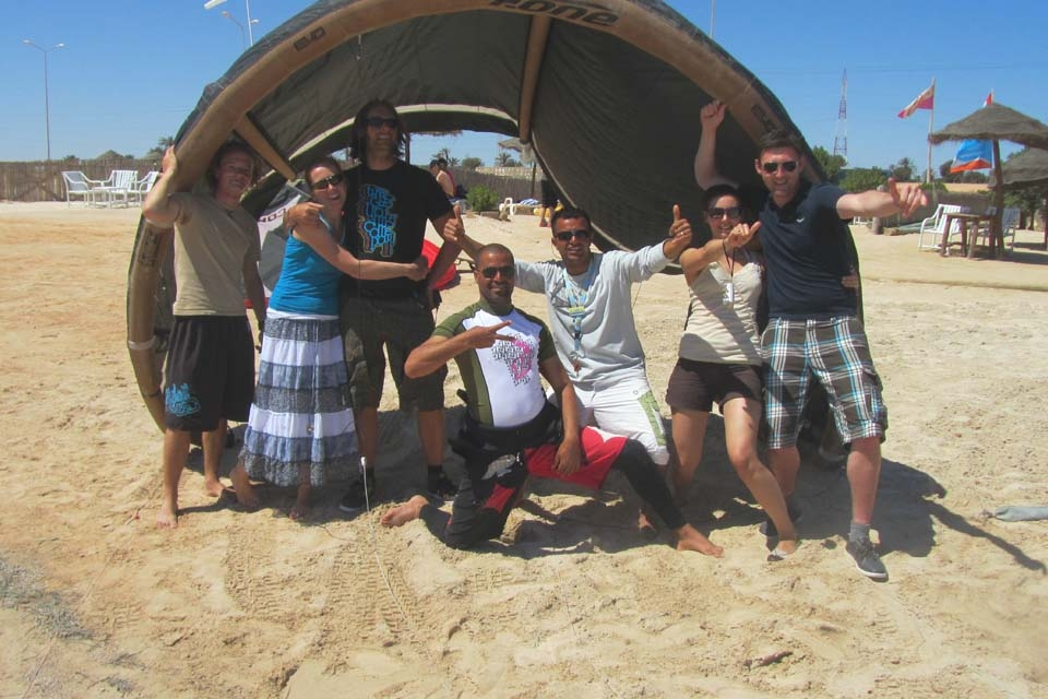 Djerba, Les Dauphins KiteCenter, Team am Strand
