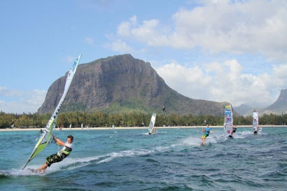 Mauritius - Le Morne - Club Mistral Windsurfing, Spot mit Brabant Mountain
