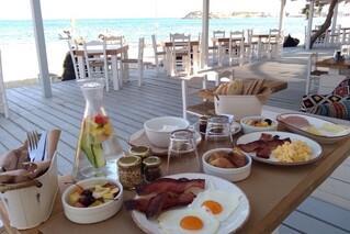 Naxos - Frühstück im Flisvos Beach Café mit Meerblick