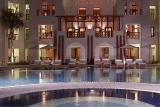 Muscat - Sifawy Boutique Hotel, Pool mit Hoteleingang