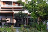 Rhodos Theologos - Nikos Ikies, Ansicht vom Garten