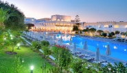 Kos Psalidi - Platanista Hotel, Pool bei Abenddämmerung