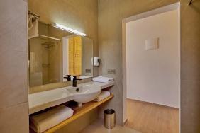 Dakhla Club - Badezimmer mit Blick Richtung Zimmer