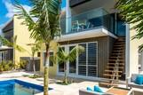 Bonaire - Delfins Beach Resort, Villa 3 Schlafzimmer, Aussenansicht mit Pool