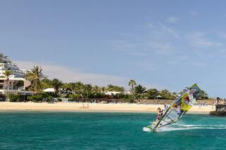 Lanzarote - Windsurfing Club Las Cucharas, Surfen Strandnähe
