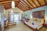 Malediven - ROBINSON Club Maldives, Gartenbungalow, Wohnraum