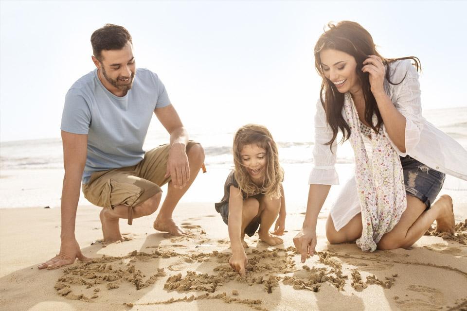 Fuerteventura - ROBINSON Club Esquinzo Playa, Familie am Strand