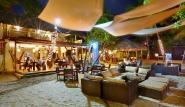Cabarete, Villa Taina, Lounge und Bar bei Nacht